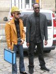 Kanyes posse klädda i LV